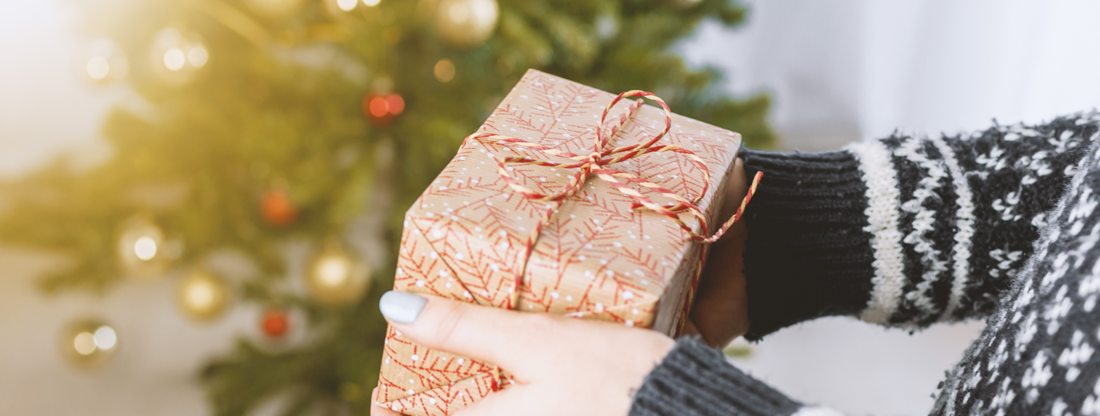 Make the holidays extra special for your coworking members - Gift exchange